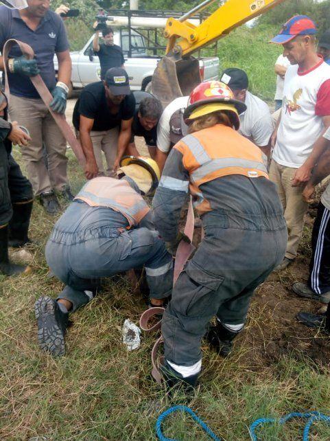 Experiencia. Los bomberos trabajaron con profesionalidad en el operativo.