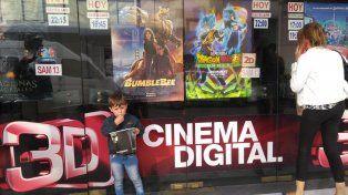 El pequeño pasó por el cine con su papá que le regaló pochoclos. Todo el tiempo hay consultas por los horarios.