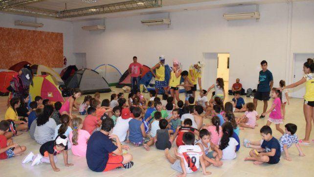 Hubo muestra de actividades y campamento en la colonia de vacaciones de Luz y Fuerza