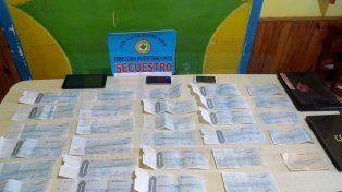 Las firmas de las víctimas. En las casas de los acusados, encontraron recibos de pagos.