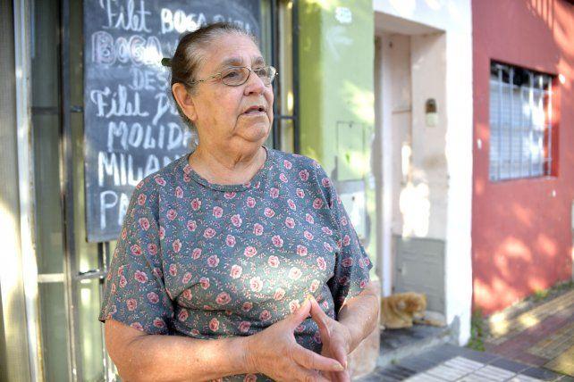 Irma trabaja en la pescadería hace 50 años.