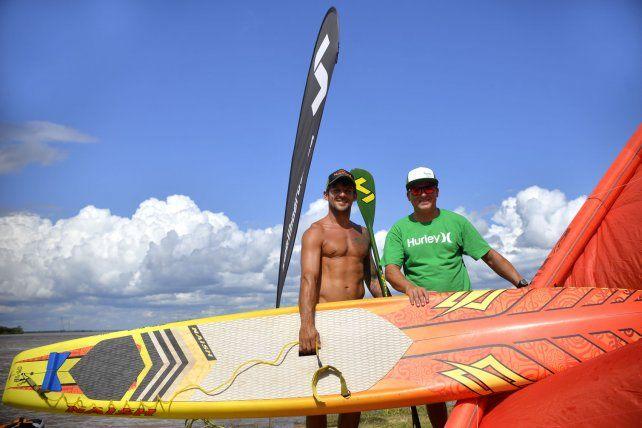 Pancho Giusti logró profesionalizar su carrera que, al igual que Fede Aguilar, fue armando desde los entrenamientos en el río Paraná. Con los buenos resultados deportivos llegó el apoyo de las marcas.