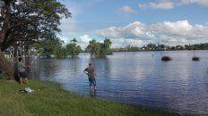 La zona de paseos verdes y juegos infantiles quedó bajo agua en Concordia