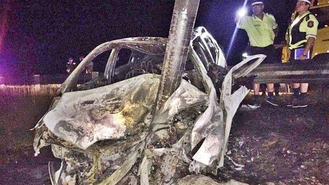 Tres personas murieron carbonizadas al chocar e incendiarse el auto en el que viajaban