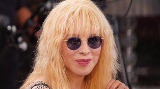 Nacha apareció con sus lentes de rockstar.
