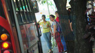 Por trabajos de bacheo, cambian de recorrido cinco líneas de colectivo en Paraná
