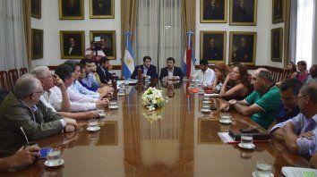 La mesa grande en el Salón de los Gobernadores de Entre Ríos.