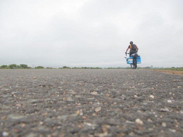 Se recibió de enfermero y realizó una travesía en bicicleta