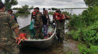 Militares llevaron a las mujeres en un lanchón.