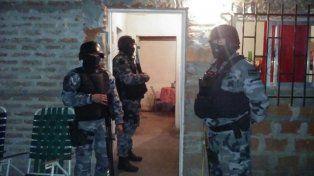 Allanamientos. En octubre de 2016, la Policía requisó dos domicilios y secuestró droga y un arma de fuego.