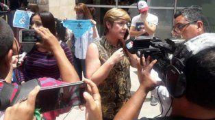La diputada radical jujeña Gabriela Burgos encabezó una marcha provida en la puerta del hospital para impedir la interrupción legal del embarazo