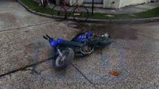 Abuelo de 90 años iba en una moto, lo rozó un auto, y un rato después murió