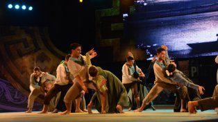 Grupal. El conjunto presentó la coreografía Cuenta el río, que narra historias de los isleños.