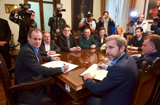 2016. Bordet y Frigerio firman el acuerdo de las viviendas para inundados. Iván Kerr