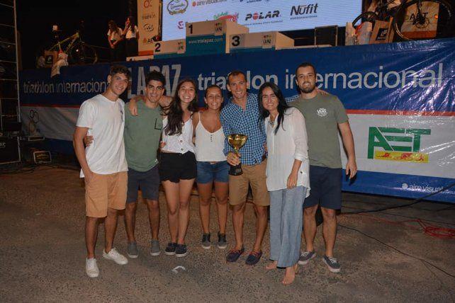 Viola entregó los premios en el Triatlón de La Paz.