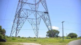 Situación compleja. La torre de alta tensión situada en la barranca tiene 70 metros de altura.