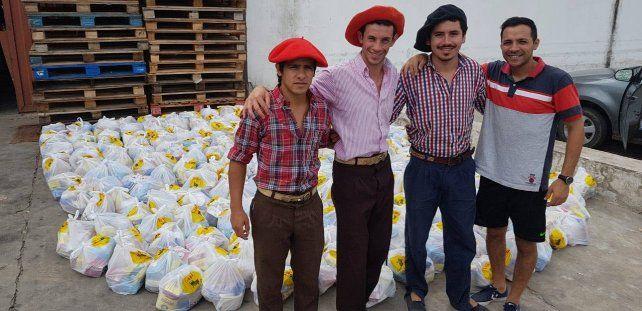 Joaquín Griolio y sus amigos del pueblo.
