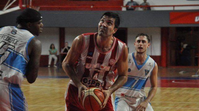 El pivote Alejandro Zilli anotó 10 puntos en el triunfo Tatengue.