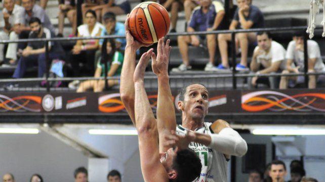 Martín Leiva jugó un buen partido ante Olímpico.