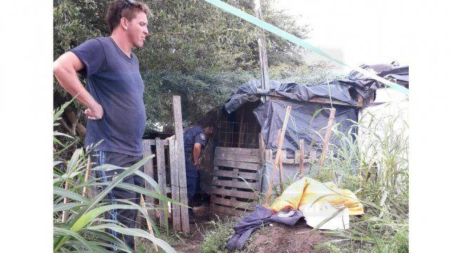 Paraná: Hallan sin vida a una persona semidesnuda, en una silla de su precaria vivienda