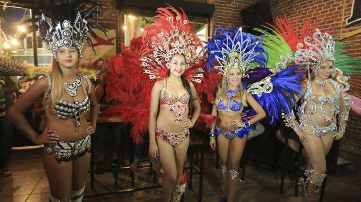 Las pasistas de las comparsas de Santa Elena embellecieron la presentación en Paraná.