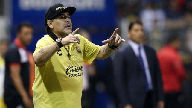 Con Maradona en el banco, Dorados volvió a caer y está último