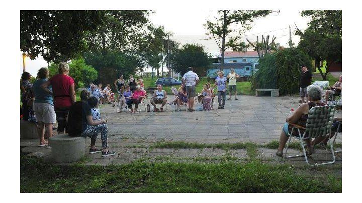 Movilizados. Los vecinos del Mercantil se cansaron de la inseguridad. Foto: Juan Manuel Hernández