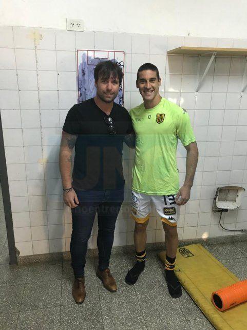 El Cavegol. Fernando Cavenaghi también saludó a Morales.