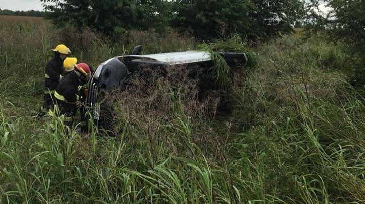 Vuelco en la 26. Entre Nogoyá y Victoria el vehículo se despistó. Foto: Info Contenidos