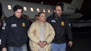 Seguro. Guzmán es trasladado del penal a tribunales bajo un operativo que incluye a 300 policías federales.