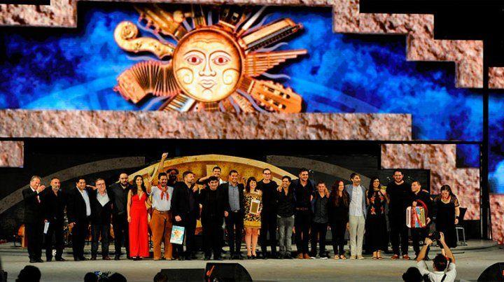 Artistas entrerrianos brillaron en el escenario mayor de la plaza Próspero Molina