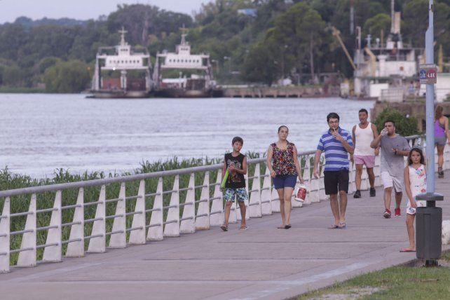El río Paraná desde la costanera.