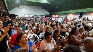 La reunión se realizó en el salón de la sede radical, en la peatonal paranaense.