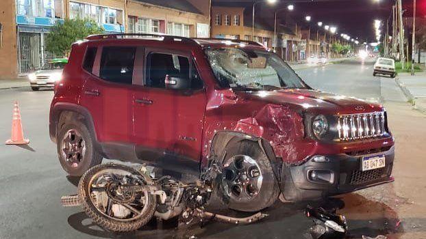 Grave accidente en avenida Almafuerte: Motociclista sufrió traumatismo de cráneo