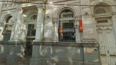 La sucursal del banco se encuentra a 50 metros de la Comisaría 1° de Santa Fe.
