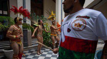 Adelanto. Autoridades de Cultura de la Municipalidad presentaron ayer el carnaval en el palacio municipal.