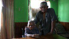 ella tiene 118 anos y anora su  oficio de mujer: domar caballos