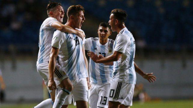 Gaich festeja uno de los goles en Chile.