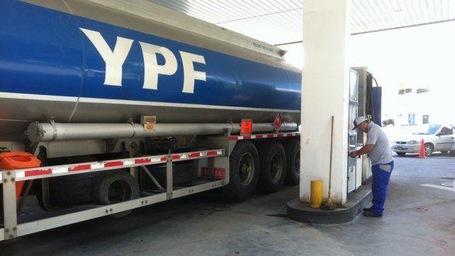 YPF aumentó 4% el precio de todos sus combustibles desde esta mañana en todo el país