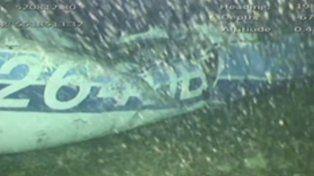 Foto del avión en el fondo del mar.