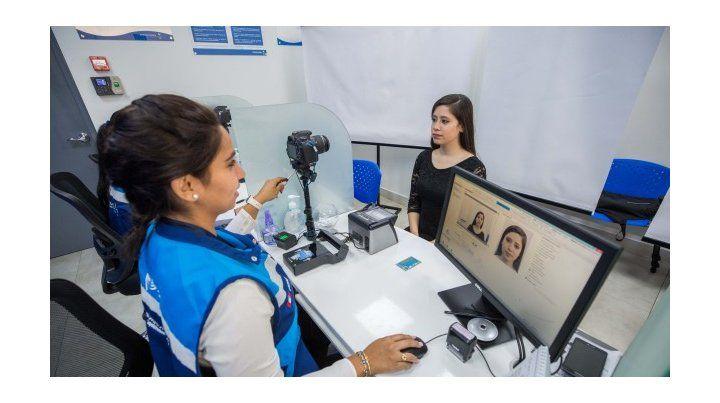 Expulsaron a una mujer peruana; sus hijos de 5 y 14 se quedaron en el país
