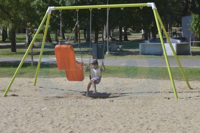 Unos 300 espacios públicos en Paraná contribuyen al disfrute de los niños