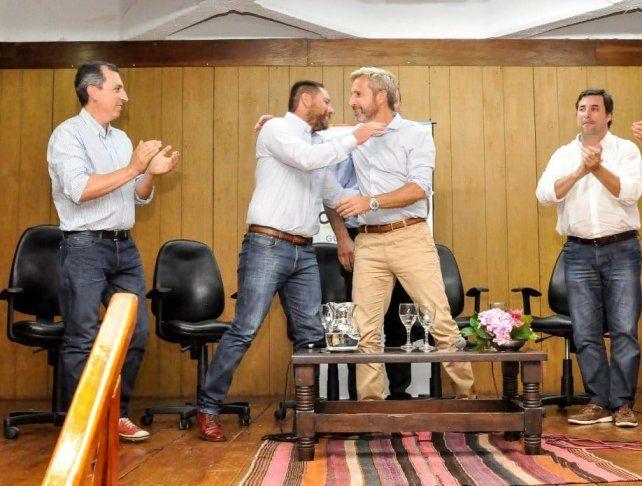Sobredo tiene en su portada de Facebook una foto abrazando al ministro Rogelio Frigerio.