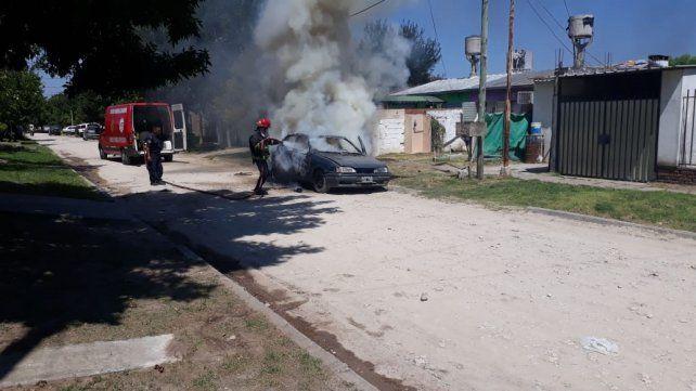 Impotencia. Vecinos del Barrio Paraná III prendieron fuego el auto de Cristo