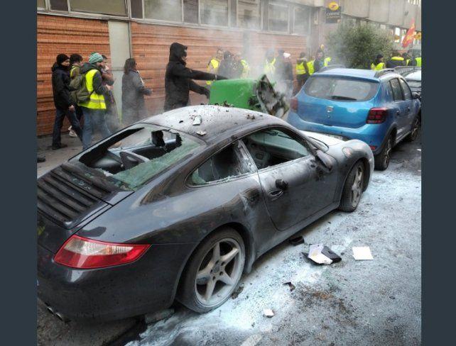 Nuevos incidentes en París: un chaleco amarillo perdió una mano por una granada