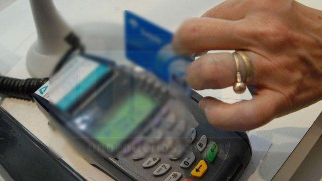 No cede tasa en bancos: Se paga más de 100% por tarjetas y hasta 180% por un préstamo personal