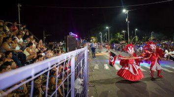 se desarrolla la segunda noche de carnaval, en parana
