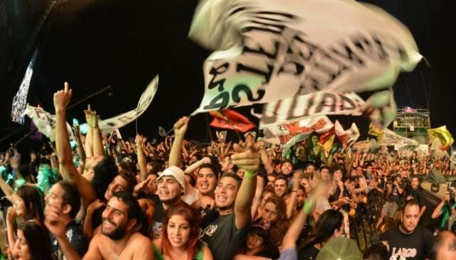 Más de 50.000 almas en Cosquín Rock con un cierre festivo de Ciro y Los Persas