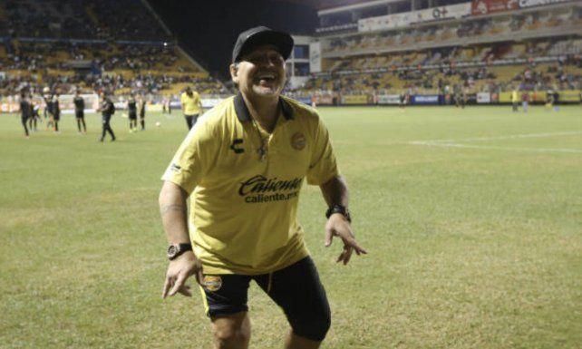 Maradona festejó junto a Dieguito
