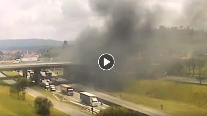 Impactantes imágenes de la caída del helicóptero en el que murió periodista argentino